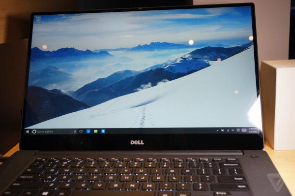 """在今年的Computex 2015台北国际电脑展上,微软展示了戴尔15寸""""无边框""""屏幕设计的XPS笔记本电脑。这是继年初发布的13寸无边框XPS超级本后,又一款以超窄边框 屏幕设计的XPS笔记本机型。具体硬件规格和售价尚未得知,这款笔记本将作为首批搭载Windows 10系统的硬件,在下半年推出。"""
